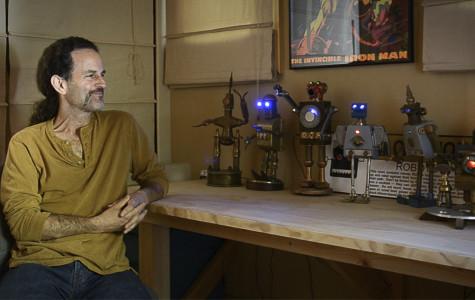 Video: Math teacher melds scraps into robot art