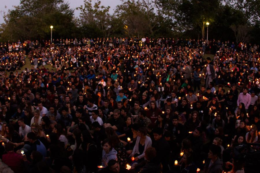 Students+and+community+members+share+their+thoughts+on+the+Isla+Vista+shooting+during+the+vigil+on+Saturday%2C+May+24%2C+2014%2C+at+Anisqovo+Park+in+Isla+Vista%2C+Calif.