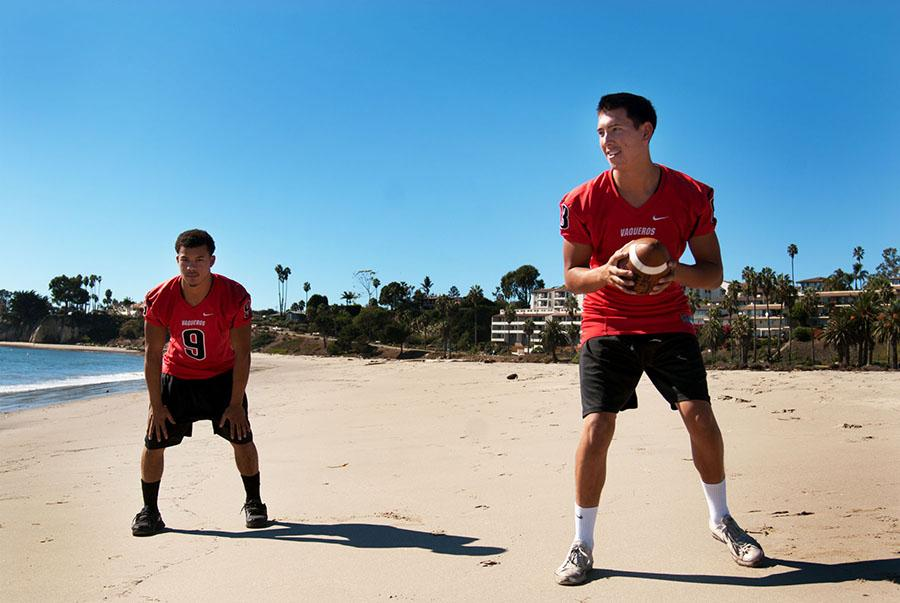 City+College+running+back+Cedric+Cooper+%28left%29+and+quarterback+Brandon+Edwards+set+up+to+do+a+quick+handoff+at+Leadbetter+beach%2C+Wednesday%2C+Nov.+5%2C+in+Santa+Barbara%2C+Calif.+The+two+athletes+embrace+the+sunny+beach%2C+coming+from+Seattle%2C+Wash.