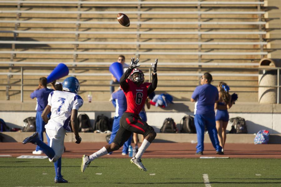 Wide+receiver+Calvin+Crockett+%28No.+6%29+catches+a+46+yard+touchdown+pass+for+the+Vaqueros+football+team+Saturday+afteroon%2C+Nov.+7%2C+at+La+Playa+Stadium.+Santa+Monica+beat+City+College%2C+37-21.