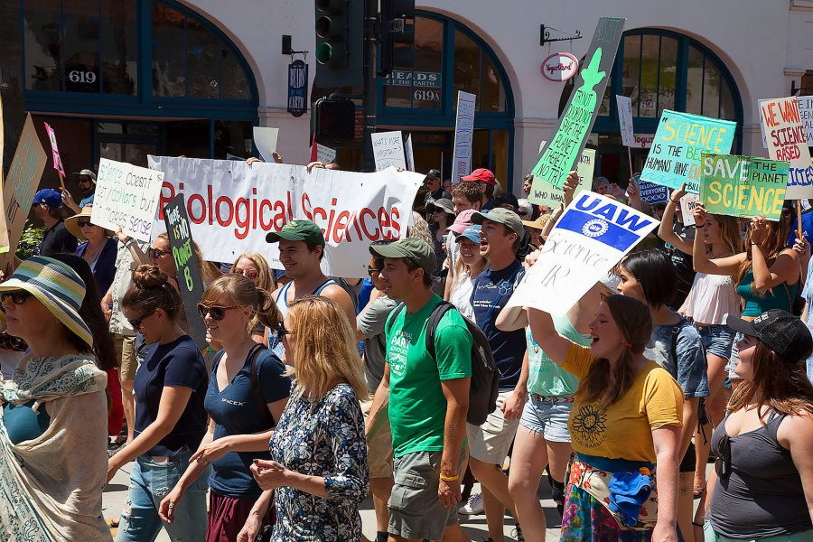 City+College+Biology+Club+walk+down+State+street+during+the+March+For+Science+Day+on+Saturday%2C+April+22%2C+at+De+La+Guerra+Plaza+in+Downtown+Santa+Barbara.