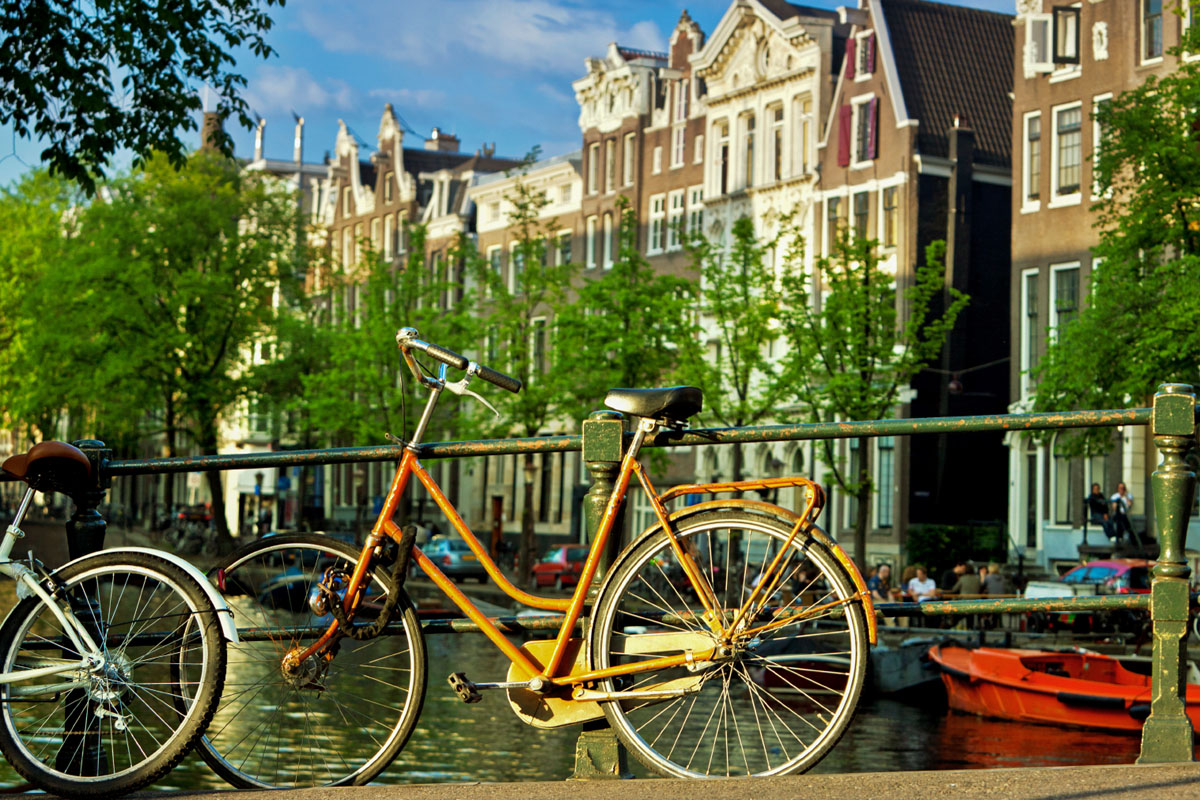 Image of the famous Amsterdam canals courtesy of Customized Educational Programs Abroad.
