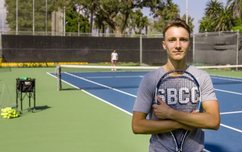 Freshman tennis player merges French and American style