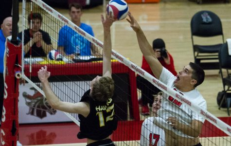 City College men's volleyball dominate in commanding win