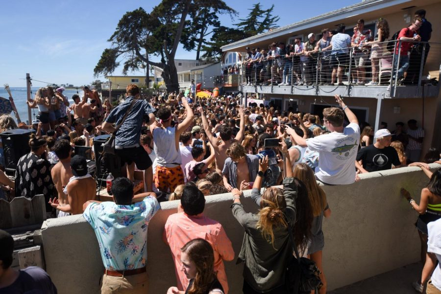 The+crowd+stretched+across+multiple+backyards+while+a+band+played+during+Del+Topia+on+Saturday%2C+April+7%2C+2019%2C+in+Isla+Vista+in+Santa+Barbara%2C+Calif.