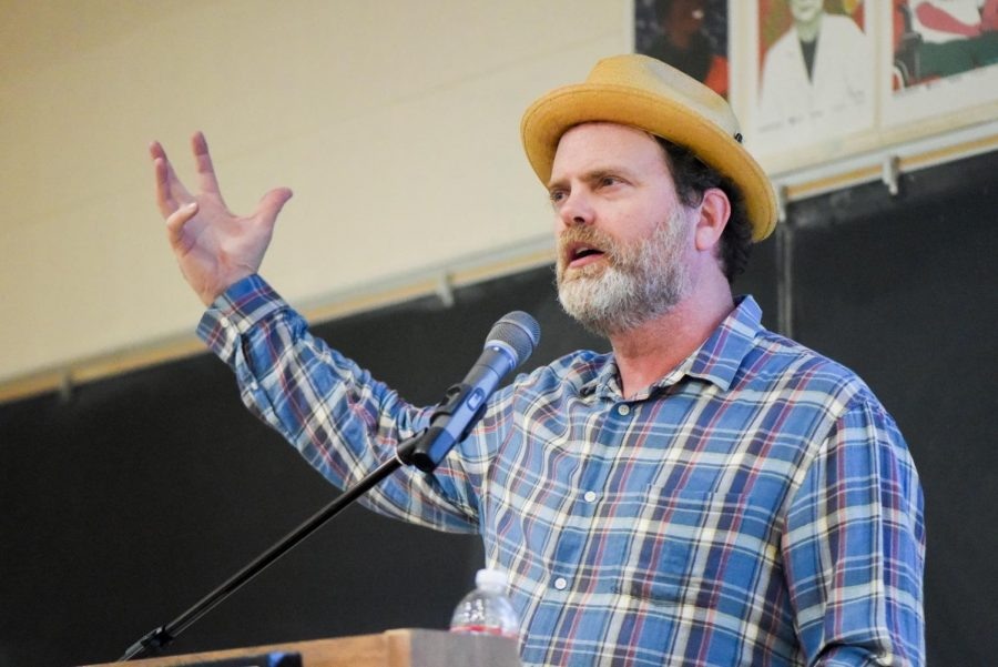 Rainn+Wilson+had+the+packed+lecture+hall+laughing+throughout+his+stories+from+his+life%2C+Baha%E2%80%99i+faith%2C+and+foundation+Soul+Pancake+on+Thursday%2C+April+25%2C+2019%2C+in+the+Physical+Science+Room+101+at+City+College+in+Santa+Barbara%2C+California.+Phi+Theta+Kappa+and+the+Middle+East+studies+department+hosted+the+event.+%0A