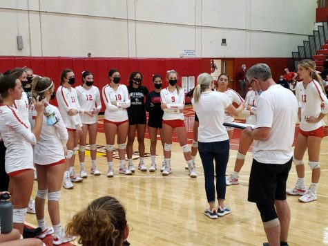 Head coach Kat Niksto addresses the No. 8 City College womens volleyball team during a timeout in the fourth set on Wednesday, Oct. 13 at City Colleges Sports Pavilion in Santa Barbara, Calif. The Vaqueros lost to No. 17 Moorpark College 3-1.